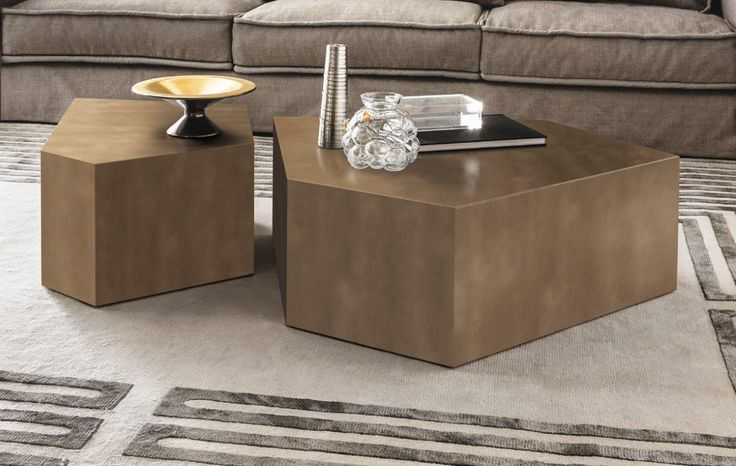 ALDO low table by Casamilano studio, proposed in the new finishes: polished lacquered, peltro and ottobronze.  Discover Casamilano collection on www.casamilanohome.com