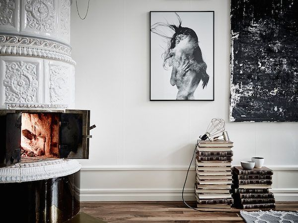 Kakelugn / masonry oven in an elegant Swedish space. Entrance / Jonas Berg / Stil & Rum.