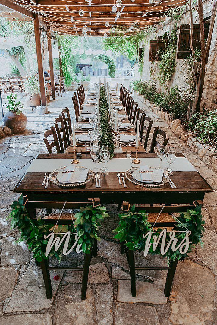 Jess und Toms Boho-Hochzeit in Zypern von Christodoulou Phot