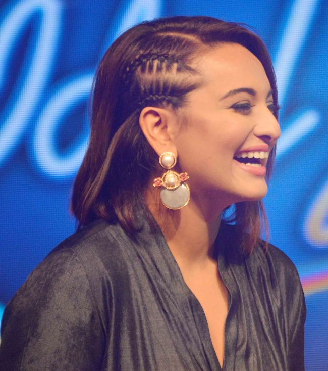Sonakshi Sinha with a new hair style at the launch of Indian Idol Junior. #Bollywood #Fashion #Style #Beauty