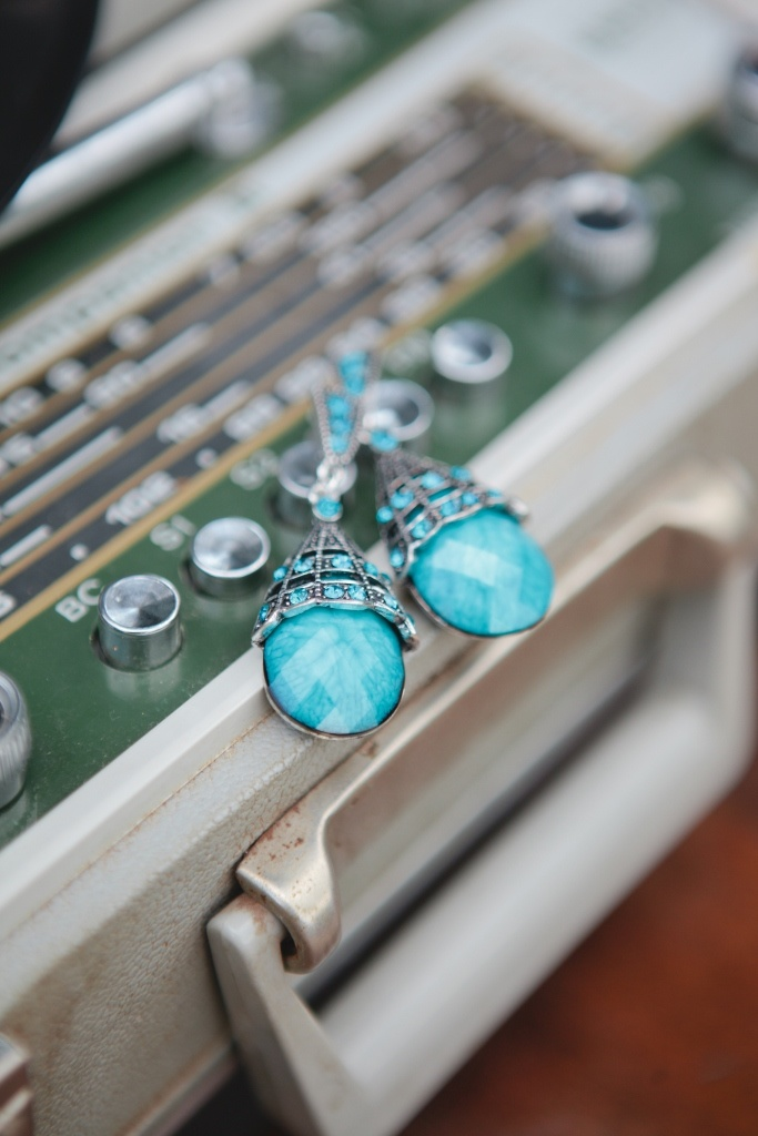 Just gorgeous vintage peacock inspired turquoise earrings  ...#vintage #boutique #vintagepeacock #accesories #inspired #vintageinspired #jewelry #earrings  #pretty  #gorgeous #classy #classic #beautiful #fashion #trendy #southafrica #stunning