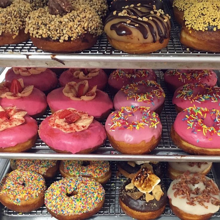 Did you miss out on Donuts today? Don't worry! If you're craving an after dinner treat we've got your back. We only close at 8 on Thursday Friday and Saturday perfect timing for dessert!   #thepiepiper #doornutsnz  #donuts #donuteers #donuteerstotherescue