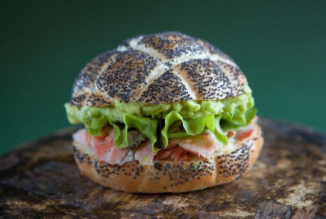 UN'AMERICANA IN CUCINA - salmon-avocado sandwich