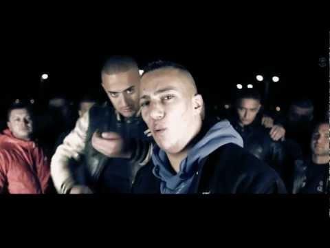 """""""Lass Rauchen"""" featuring Farid Bang ist die nächste Videoauskopplung aus Haftis letztem Album """"Kanakis"""". Veröffentlicht und produziert wurde das Video von Thug Life."""