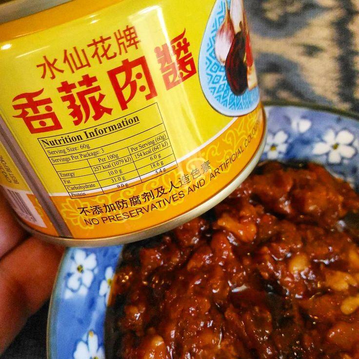 中華系シンガポーリアンの友人に猛烈推しされてスーパーで買った豚肉と大豆の肉味噌缶。こ、これは日本人が大好きな味やないか!もっとたくさん買い込めばよかったー!バンコクのチャイナタウンにあるかな? #singapore #supermarket #canned #mincedpork #beanpaste #tasty