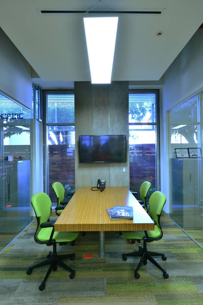 Busca imágenes de diseños de before_photo estilo }: Sala de Juntas TH4. Encuentra las mejores fotos para inspirarte y y crear el hogar de tus sueños.