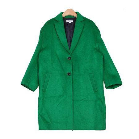オーバーサイズWボタンシングルロングコート。 レトロなロング丈のシングルコートです。 人気のオーバーサイズシルエットが今年風☆ テーラードスタイルでナチュラルからガーリーまで幅広く着こなし可能◎ ひざ上までの長め丈でパンツともスカートとも好相性です! フリーサイズアイテムですが、 ご購入の前には必ず詳細サイズをご確認の上、お買い求めください。 ◆1色:グリーン