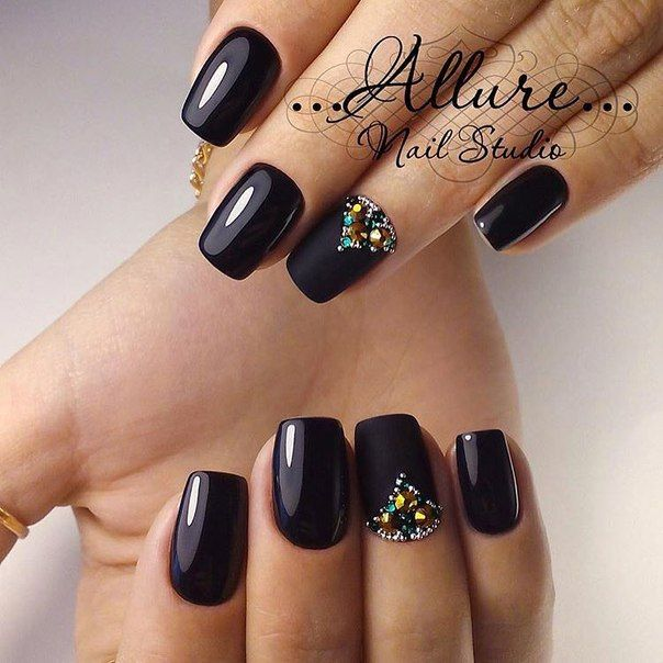The option of the classical manicure will suit for a holiday and for everyday wearing. The working is not difficult. Nails are processed in the form of a s