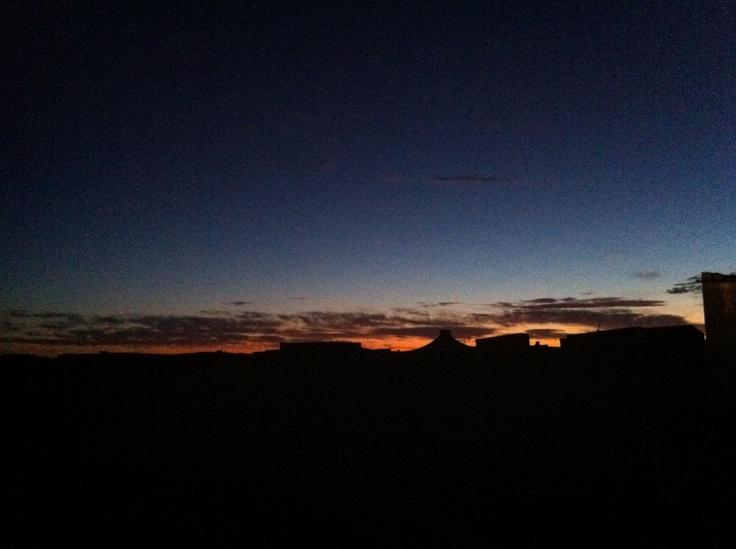 Amanecer en Dajla. Imagen de Jessica Romero http://atemporalsiempre.com/2012/04/emitiendo-desde-el-sahara/
