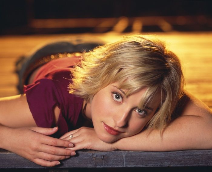 Allison Mack -- layered hair