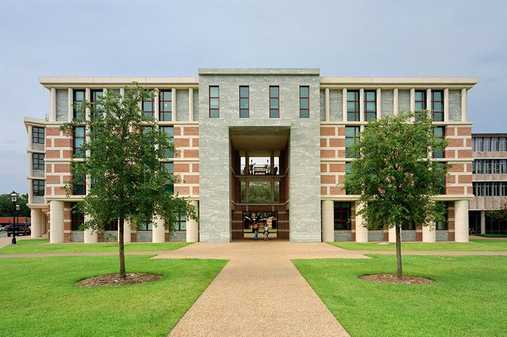 This expansive project for Rice University's Martel College in Houston comprises a 232-bed dormitory, classrooms, a library, a dining hall, apartments for advisers, and a house for the college master and family, all arranged around courtyards. Courtesy of Michael Graves Architecture & Design