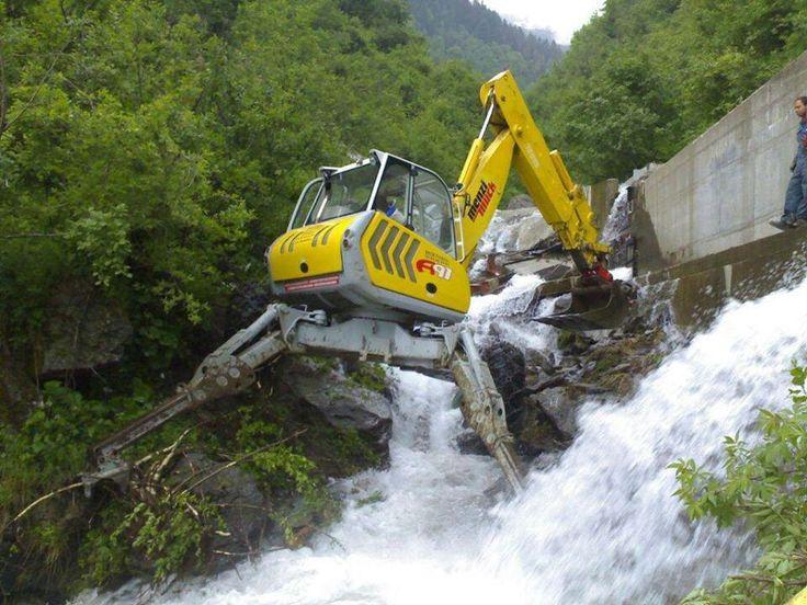 Spider excavator woah blake pinterest spider for Construction terrain