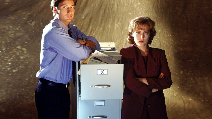 The X-Files focused on the exploits of FBI Agents Fox Mulder, Dana Scully, John Doggett and Monica Reyes and their investigations into the paranormal. Description from en.series-tv-shows.com. I searched for this on bing.com/images