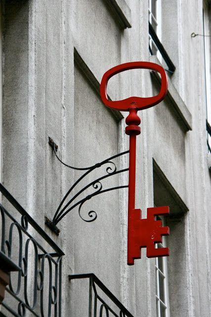 A key shop sign near rue Mouffetard,Paris | Paris Through My Lens   ᘡղbᘠ