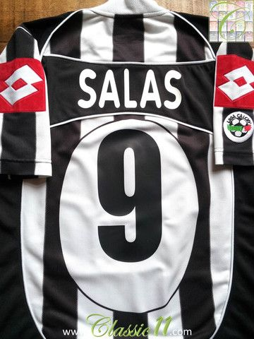Relive Marcelo Salas' 2002/2003 Serie A season with this vintage Lotto Juventus home football shirt.