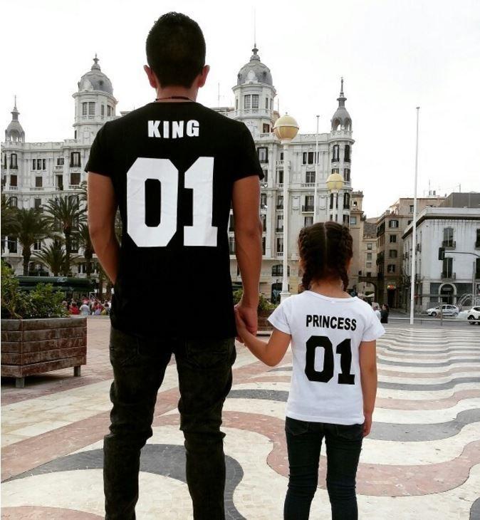 Rodinná kolekce – pánské triko KING černé – Velikost L Na tento produkt se vztahuje nejen zajímavá sleva, ale také poštovné zdarma! Využij této výhodné nabídky a ušetři na poštovném, stejně jako to udělalo již …