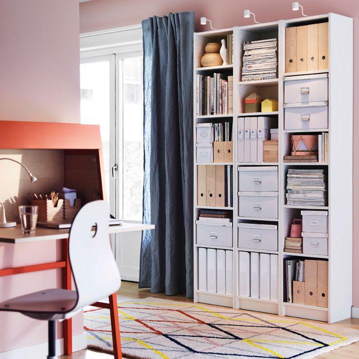 Wohnzimmer Mit BILLY Regalen In Weiss KAssETT Boxen Deckeln Und KNUFF Zeitschriftensammler