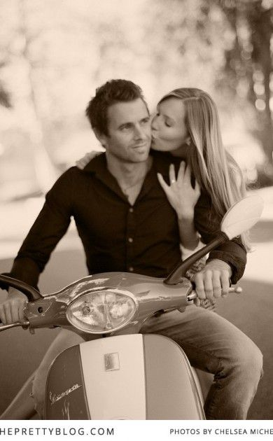 Romantic photoshoot with scooter | Photography: Chelsea Mitchell