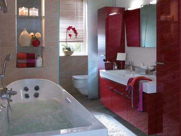 Design salle de bain, couleur rouge bordeaux