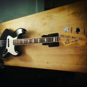 En ce moment à l'atelier : Jazz Bass Fender Mexique, contrôle et réajustement d'un réglage complet.