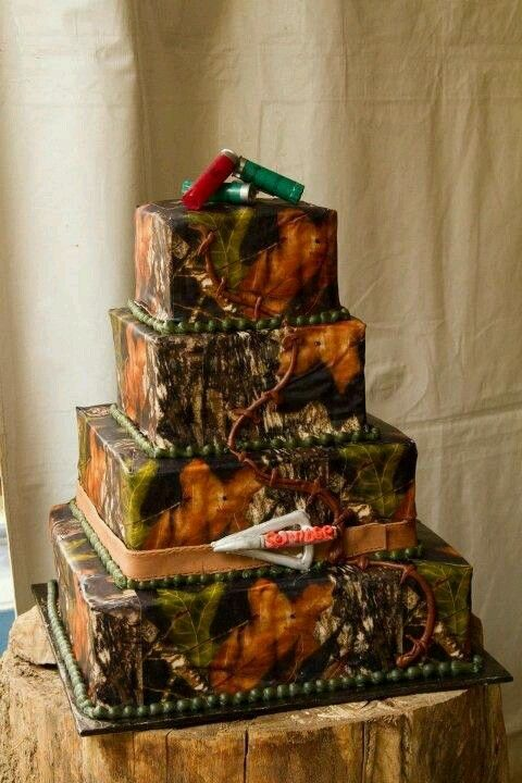 This is awesome! I would probably have a different cake topper and not the arrow on the side but I love the Mossy Oak. :)