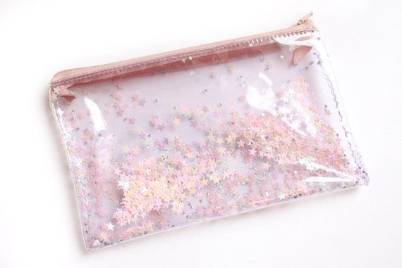 Small clear pouch with sequin stars   Handmade with clear plastic vinyl, plastic zipper, light pink & holographic stars. Dimensions: 11cm x 19cm (Approx