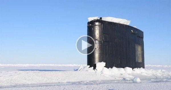 Video   Un submarino nuclear sale a la superficie en el círculo polar ártico