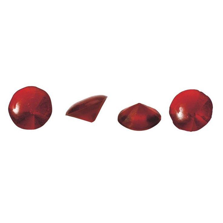 36 gemas comestibles translúcidas en tamaño mini con forma de diamante en color rubí. Están elaboradas de una gelatina suave y brillante que les daapariencia de joya. **Por favor, ten en cuenta que en verano las gemas pueden derretirse durante su transporte. Garantizamos que salen en perfectas condiciones de nuestro almacén. No nos hacemos responsables del estado en su llegada a destino.
