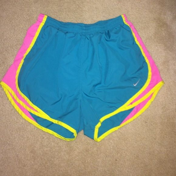 Super cute Nike running shorts! Very cute bright colors, perfect for your next gym outfit!! Norts Nike Shorts
