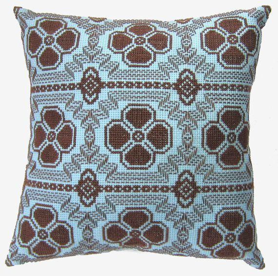 I want to learn how to huck weave just to make this pillow!