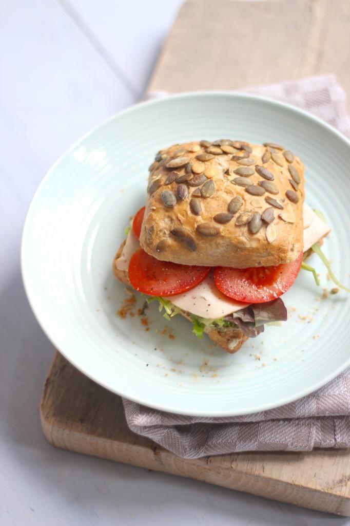Slanke lunch – Broodje kipfilet met pesto