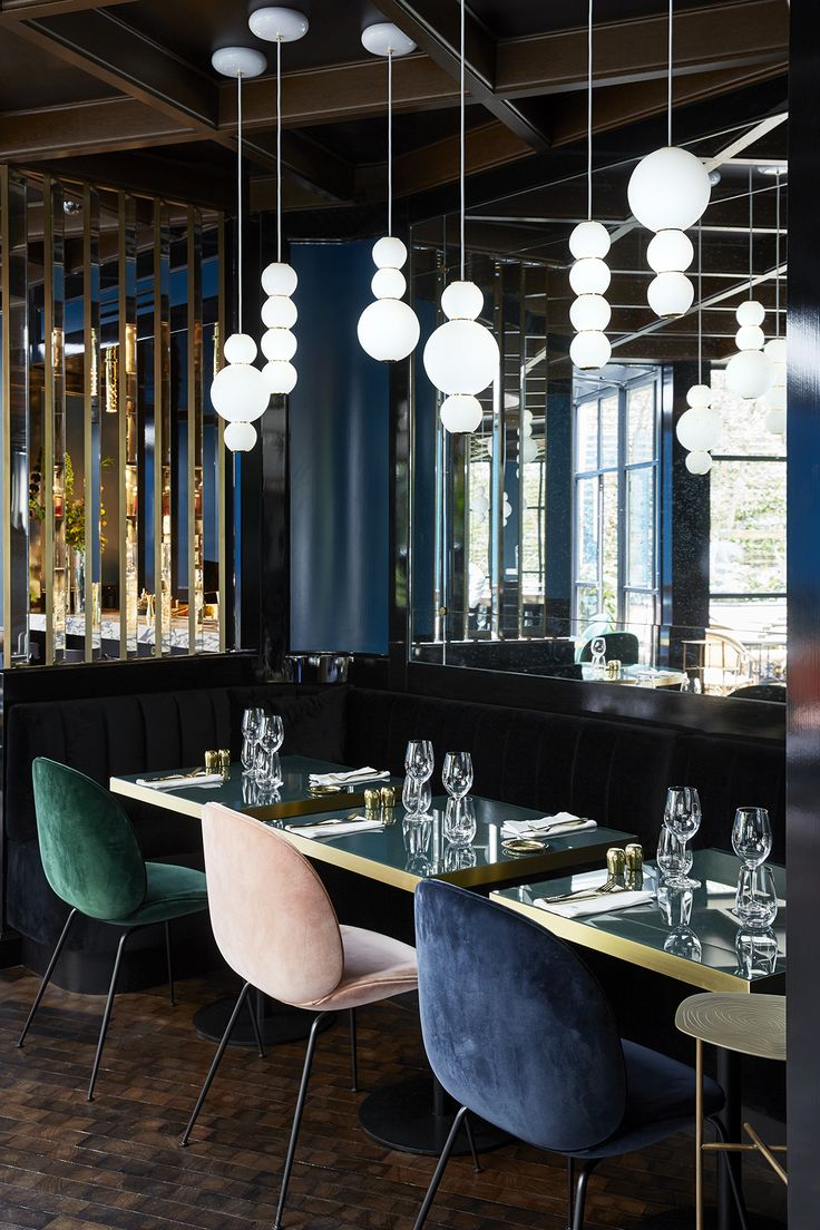PEARLS Suspension Lamp at Le Roch Hotel & Spa in Paris. LED, Glas, Brass. Design by Benjamin Hopf.