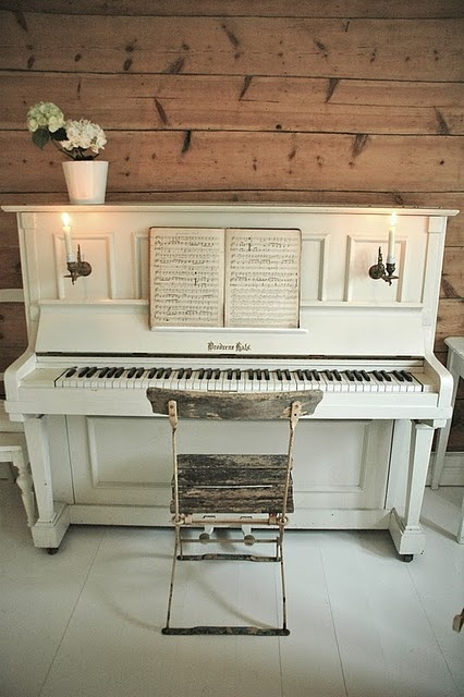 white <3 piano!! <3