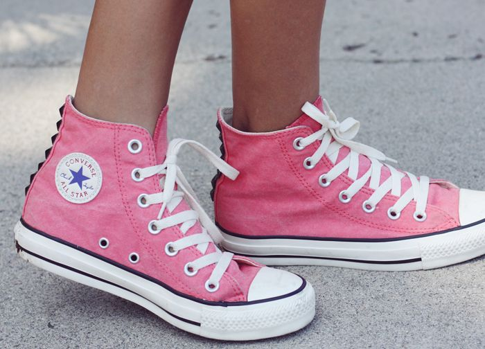 pink converse shoes :) #iwant