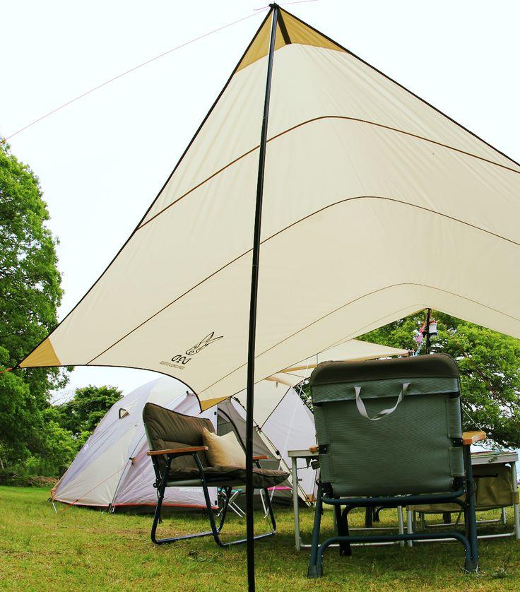 ナチュラルなカラーリングで落ち着いた雰囲気を演出する、ヘキサタープテント。  落ち着いた雰囲気のナチュラルカラーを採用したヘキサタープテント。ポール2本でどこにでも手軽に大きな日陰を作り出すヘキサタープテントは、アウトドアで必須のキャンプ用品です。面積が大きくアウトドアでのテントサイトの顔とも言えるタープテントなので、デザインにこだわりました。 ナチュラルシリーズのキャンプ用品と合わせることでテントサイトの統一感を出すことができます。  #キャンプ #アウトドア #テント #タープ #チェア #テーブル #ランタン #寝袋 #グランピング #DIY #BBQ #DOD #ドッペルギャンガー #camp #outdoor