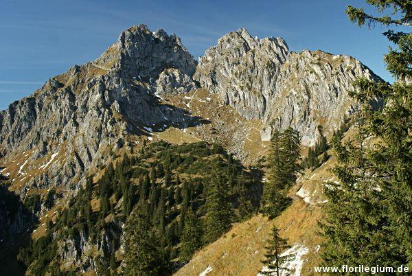 Wanderung auf die Große Klammspitze, Ausgangspunkt ist das Schloss Linderhof von König Ludfwig II. am Ende des Grasswangtals in den Ammergauer Alpen.