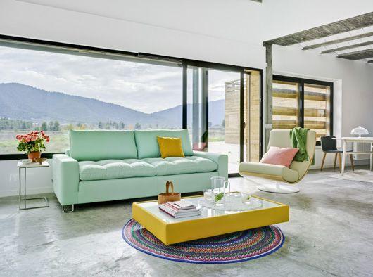 Mesas Duo, Air y Nudo acompañando a sofá Jazz, el sillón Art y las sillas Tea. Marca: Sancal
