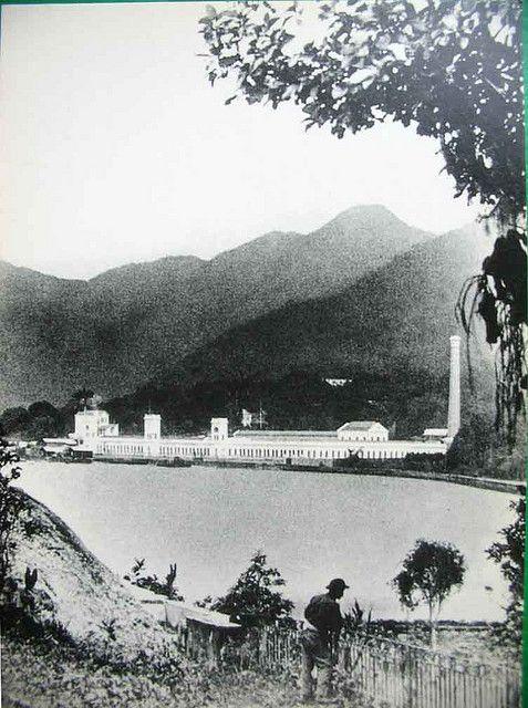 Lagoa Rodrigo de Freitas 1890, imagem da Companhia de fiação e tecidos Corcovado. Essa fábrica era situada entre o hipódromo e o hospital da Lagoa.
