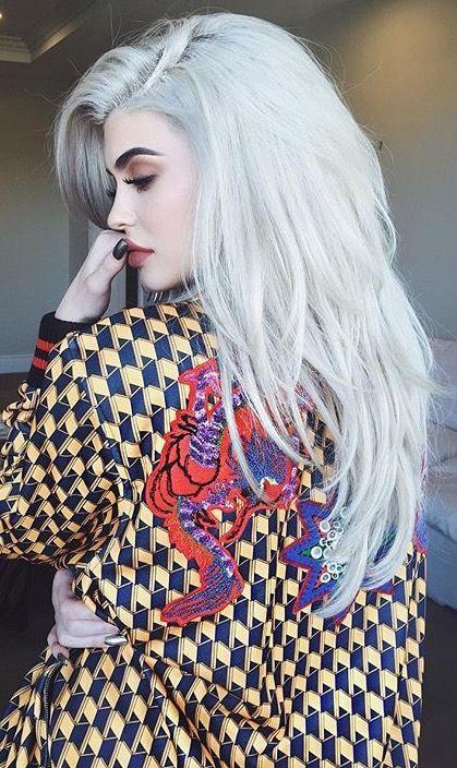 Pinterest: DEBORAHPRAHA  Kylie Jenner with silver white platinum blonde hair color #platinum #blonde #haircolor #ideas #kyliejenner