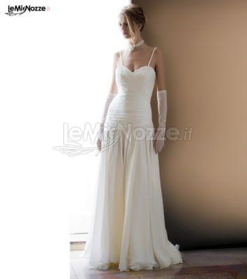 http://www.lemienozze.it/gallerie/foto-abiti-da-sposa/img30657.html Abito da sposa stile sottoveste con gonna morbida in georgette