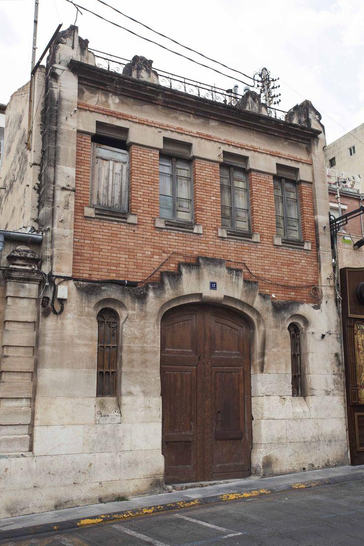 Cocheras proyectadas en 1905 por Timoteo Briet, en la parte posterior de la Casa Laporta. #Alcoi #Alcoy La Ruta Europea del #Modernismo
