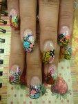 Smukke negle med en meget farverige dekorationer