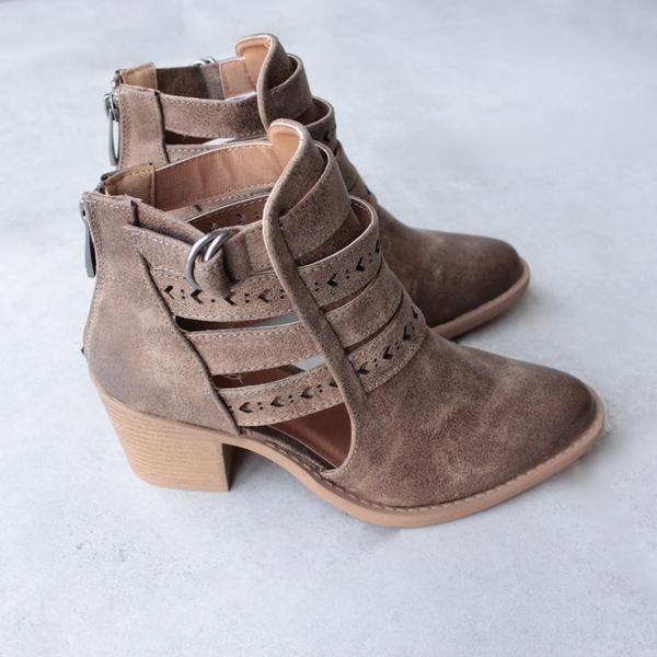 """Material: Man-made, leatherette Sole: Synthetic Measurement: Heel Height: 2.5"""" Fitting: True to size"""