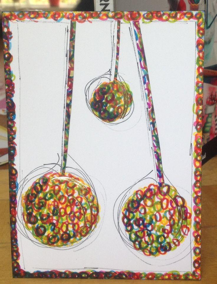 Gemaakt van allemaal rondjes, zowel de kerstballen als de rand