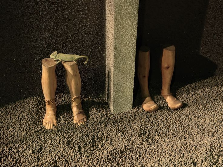 """Vue de l'exposition monographique de Markus Schinwald """"Overture"""", dans le cadre de la saison 'Imaginez l'Imaginaire"""", prolongations jusqu'au 14 janvier 2013, Palais de Tokyo, Paris. Photo : André Morin."""