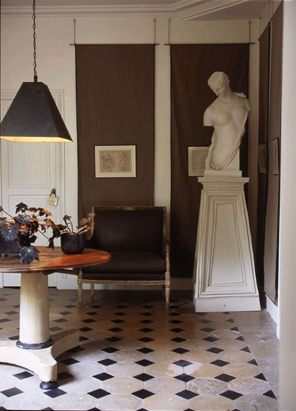 I found the photo above on Pinterest today attributed to the late designer David Hicks. It is actually the Paris home of designerDominique Kieffer that was featured in Italian Marie Claire Maison in 2008. The tile floor in the entry and the herringbone wood floors are common inmany French homes which was the first tip […]
