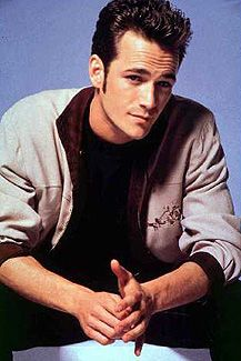 https://i.pinimg.com/736x/3f/7a/25/3f7a2579d38ad7b9b17c040c2bb7104a--luke-perry-beverly-hills-.jpg