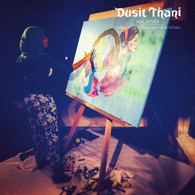 Happening Now!! @tiggmanje painting one of her amazing live painting performances. WOW! #Maldives #Maldivian #ART #talent #creative #DusitThaniMV #DusitThani #dhivehi #artist #girl #manje