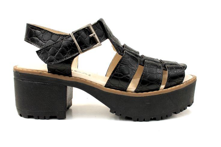 Sandalia Plataforma Cuero textura negro, encuéntralas en Via Rosmini!