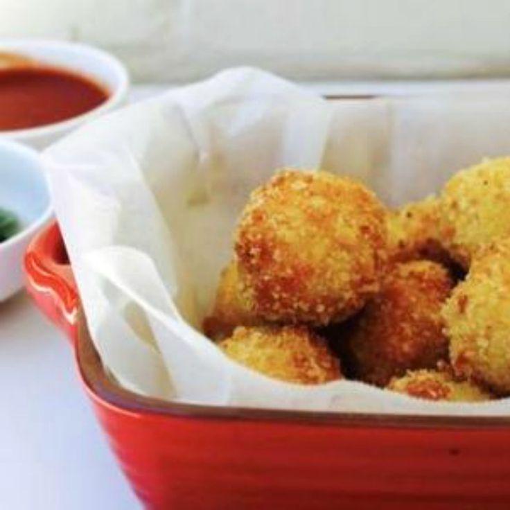 These Mozzarella-Stuffed Arancini Balls just ooze that mozzarella goodness!